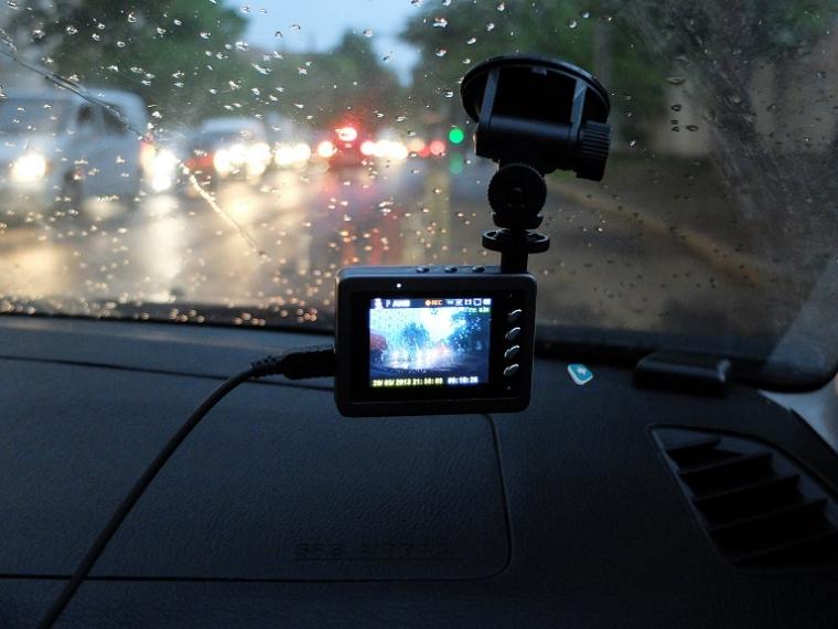 Водитель на видео регистратор снимает свой секс в салоне машины
