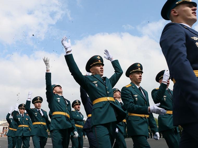 Соловей с поздравляю с празником всех, кто служит или служил в танковых войсках