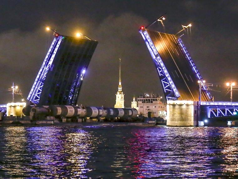 Груз для Омского НПЗ поразил туристов в Петербурге #Экономика #Омск