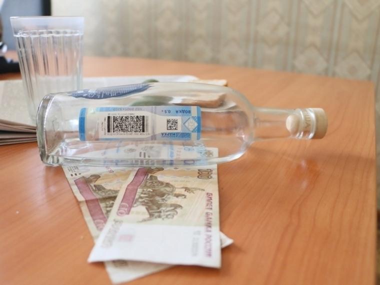 Омич пытался реализовать 13 тыс. бутылок немаркированного алкоголя