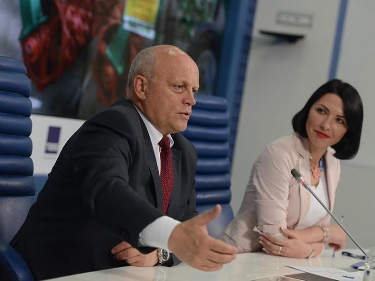 Игорь Руденя поздравил тверских строителей спрофессиональным праздником