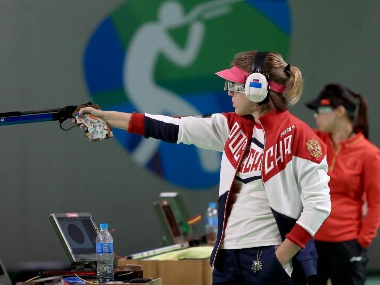 ДОСААФ наградил Виталину Бацарашкину пистолетом стоимостью 140 тыс. руб.