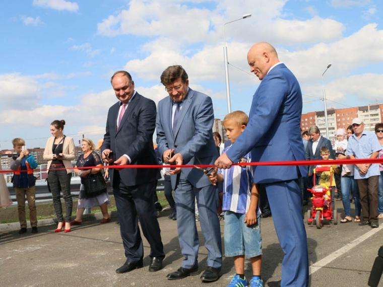В Омске открыли движение по новому путепроводу на 15-й Рабочей