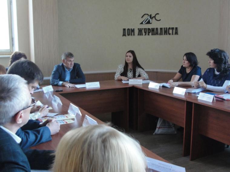 Андрей Стороженко похвалил омских волонтеров за помощь медикам