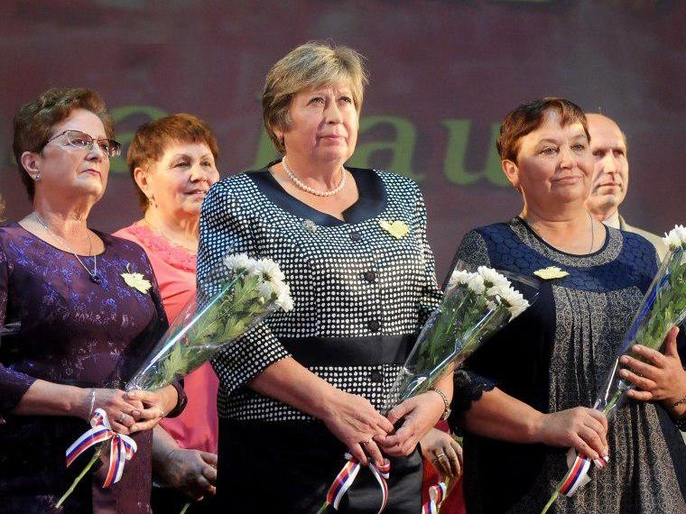 Власти региона поблагодарили омских учителей задушевную щедрость
