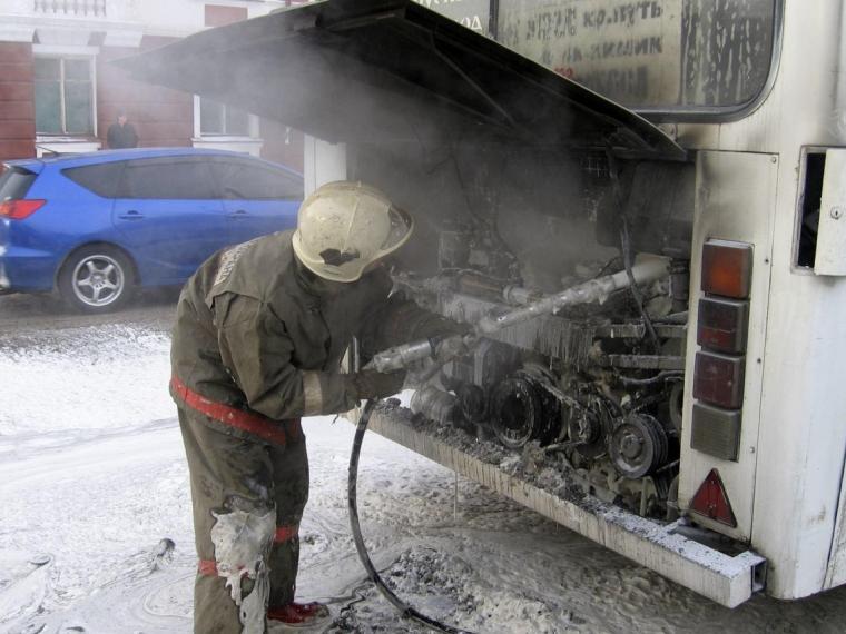 ВОмске ночью сгорел автобус