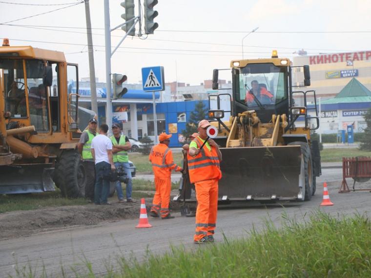 Губернатор Владимир Владимиров поздравил дорожников спрофессиональным праздником