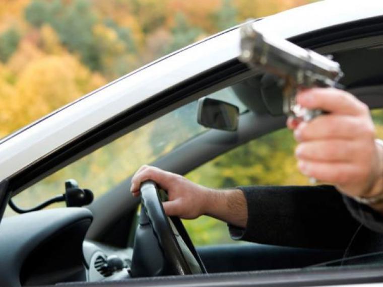 Конфликт между омскими водителями закончился стрельбой и двумя госпитализациями