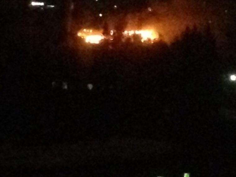 ВОмске мощный пожар наскладе пиломатериалов гасят 60 человек