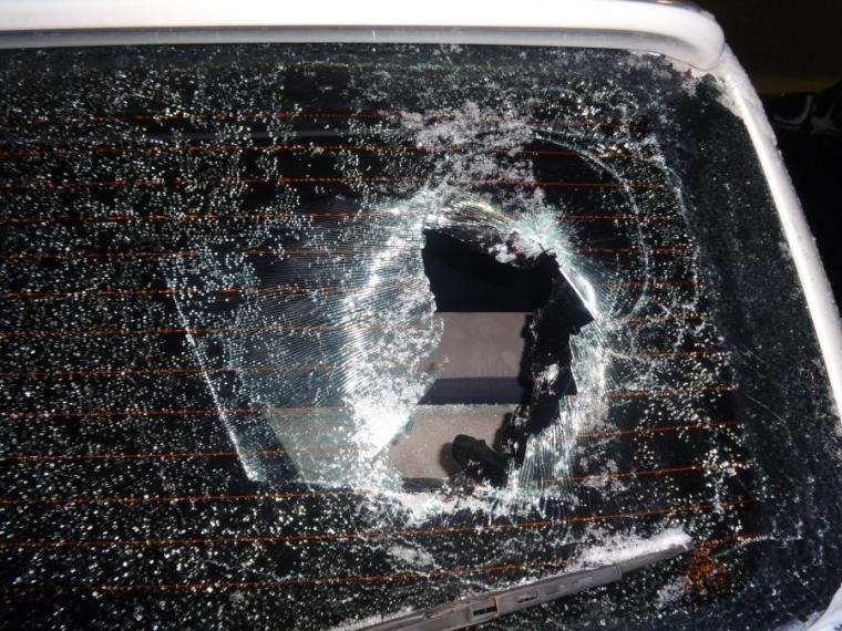 Омич разбил стекла 2-х иномарок инос участковому