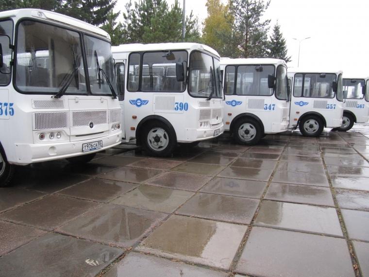 Генпрокуратура проверяет версию «Омскоблавтотранса» ополомке практически всех автобусов вТаре