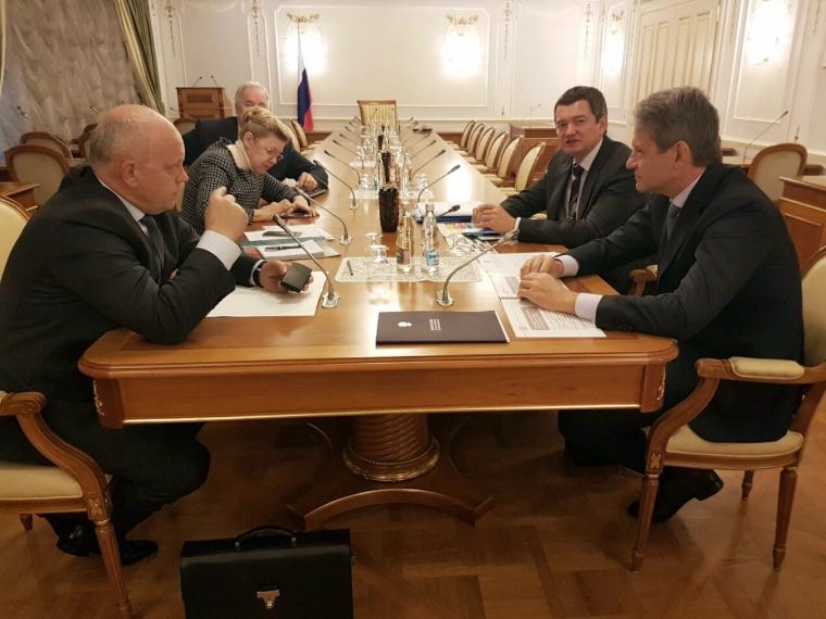 Назаров пригласил вОмскую область руководителя Минсельхоза Ткачева