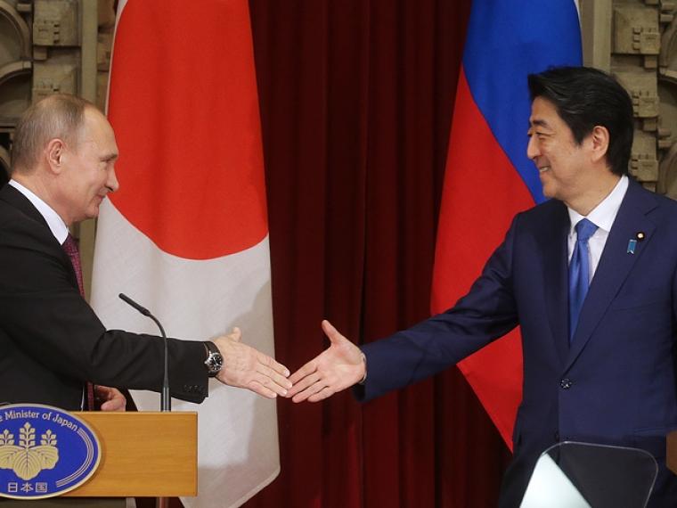 Японцев попросили оценить результаты переговоров В.Путина иАбэ