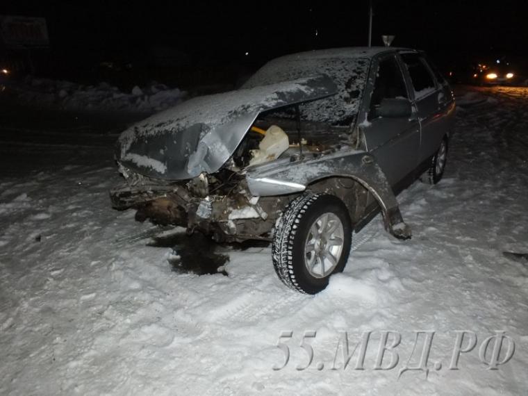 Десятиклассник изОмской области начужой «Тойоте» врезался в«Жигули»