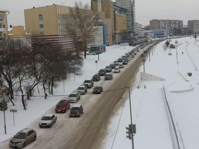 Утром Омск сковали 8-балльные пробки