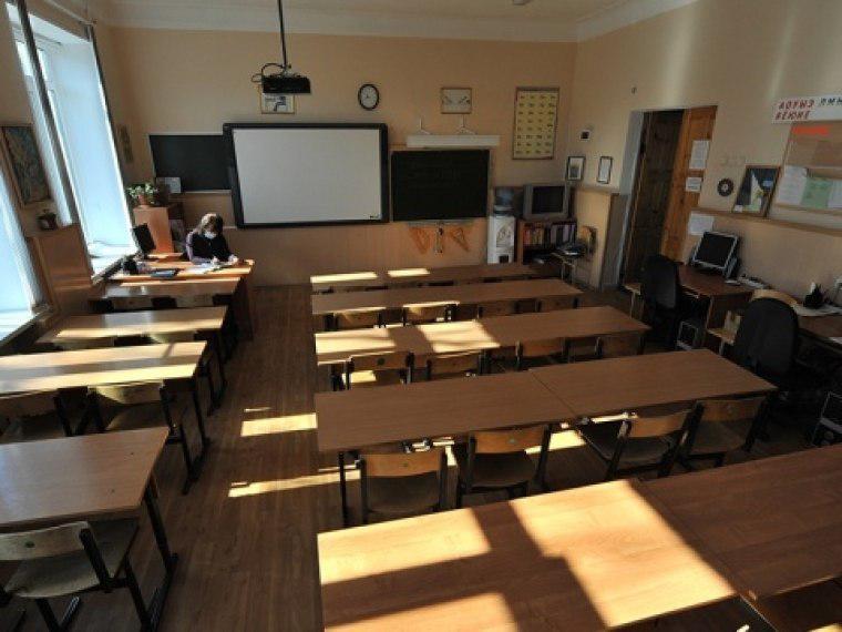 Три школы вОмской области навсе 100% закрыты накарантин