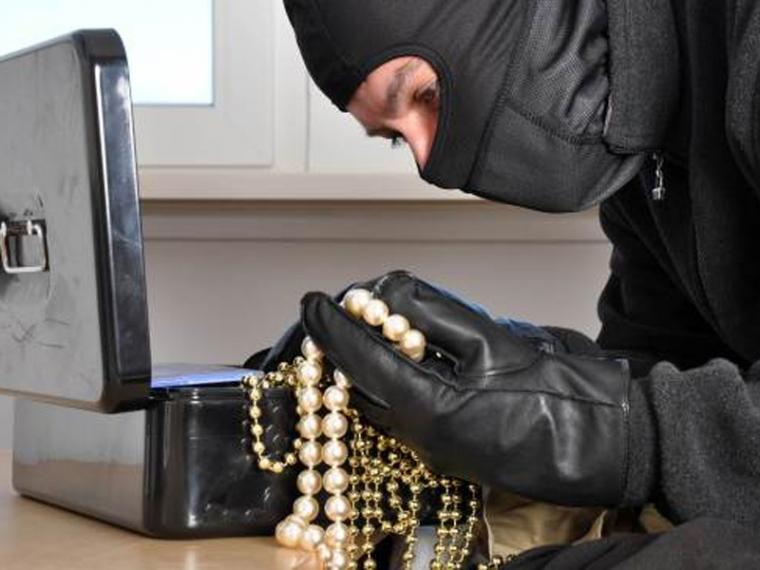 ВОмске 14-летняя школьница ограбила квартиру