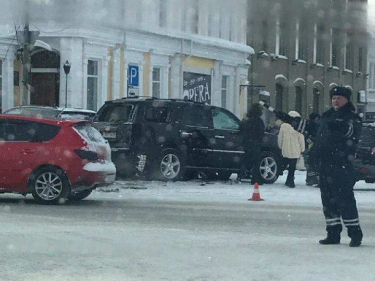 Повине омской автолюбительницы пострадало шесть авто иребенок