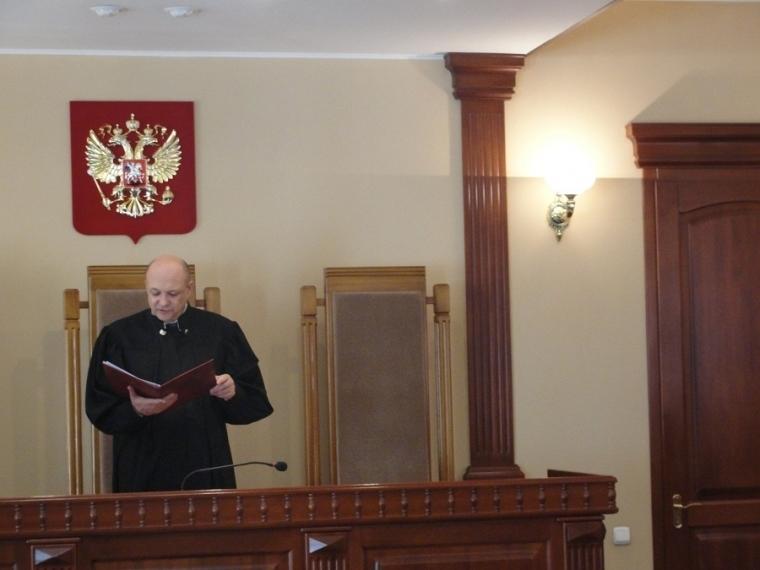 ВОмске прошлый секретарь суда получила 11 лет затройное убийство