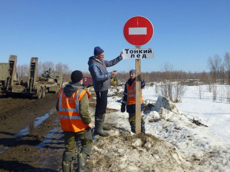 Из-за оттепели снижена грузоподъемность натрёх ледовых переправах вОмской области