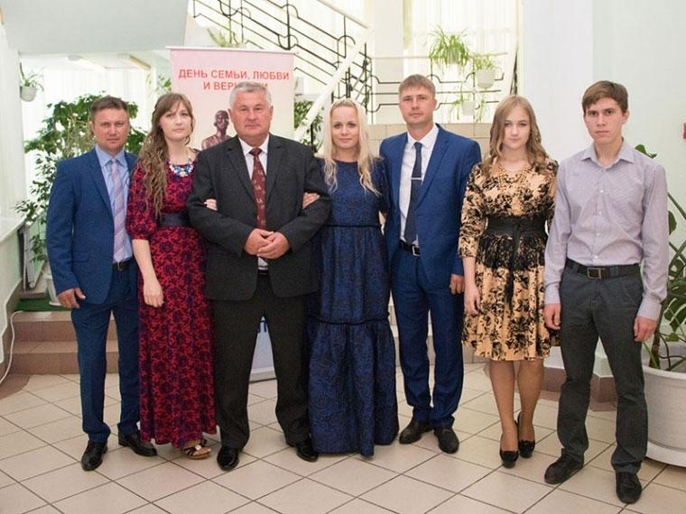 ВОмском регионе выберут десять наилучших семей года