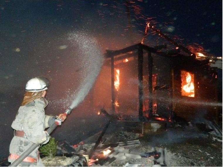 ВОмске едва не умер сторож, пытаясь потушить огонь настоянке
