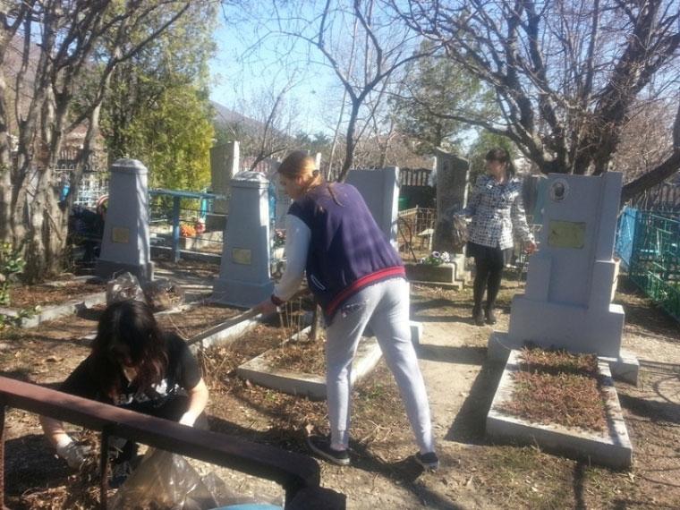 Накладбищах Омска перед Родительским днём отыскали клещей