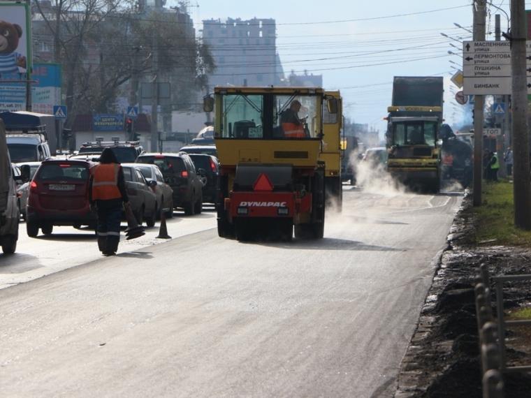 ВОмске подрядчики выполняют гарантийный ремонт дорог