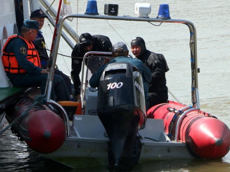 Три человека выпали измоторной лодки наИртыше