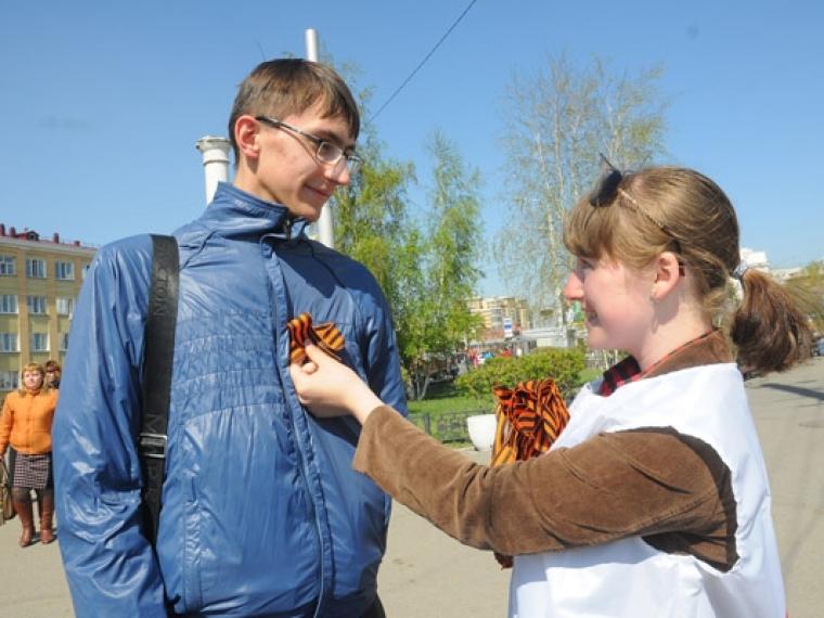 В Российской Федерации георгиевскую ленточку сейчас можно прикрепить только налацкан пиджака