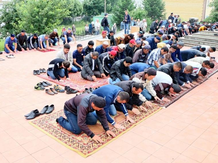 Мусульмане РФ ивсего мира празднуют Ураза-байрам