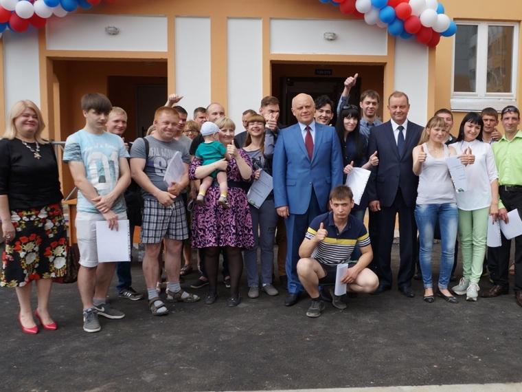 Омским сиротам купят еще 100 квартир