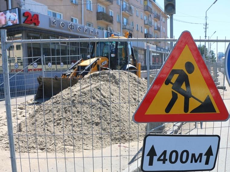 ВОмске продолжают перекрывать улицу Ленина