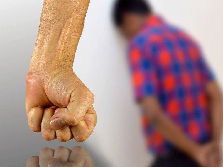 Трое молодых омичей некоторое количество дней истязала инвалида итранслировали пытки винтернет