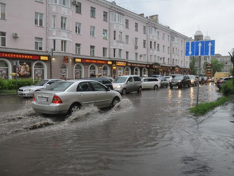 Вдонской столице вближайшие часы ожидаются ливень, гроза иград