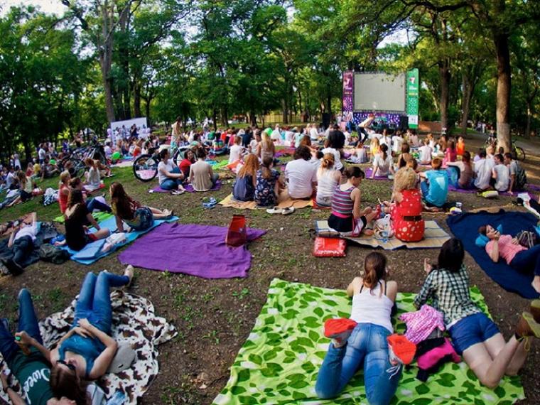 Впарке 300-летия 21июля заработает кинотеатр под открытым небом