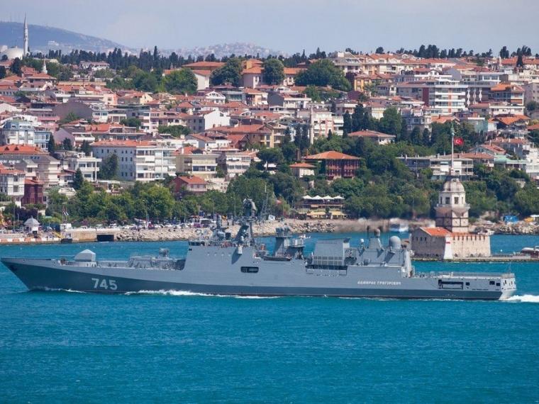 Самый новый фрегат Черноморского флота «Адмирал Эссен» прибыл вСевастополь