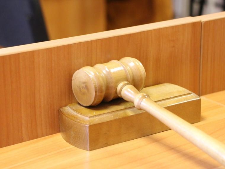 Омичку, похитившую измагазина косметику на500 тыс., осудили условно
