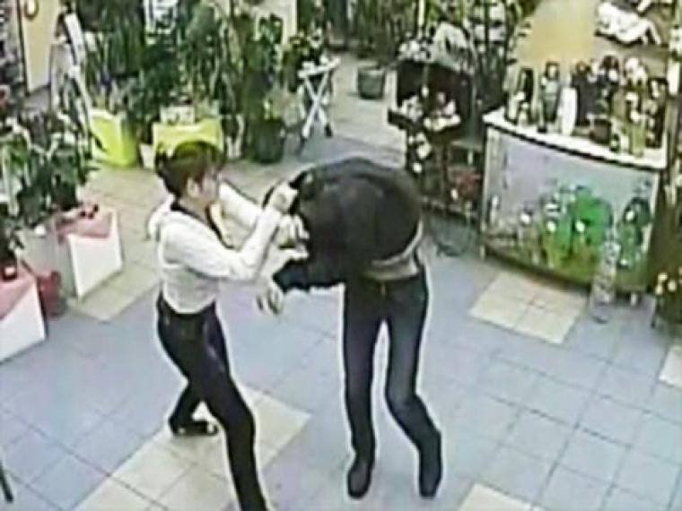 Омич пытался похитить спирт, угрожая продавцу отверткой