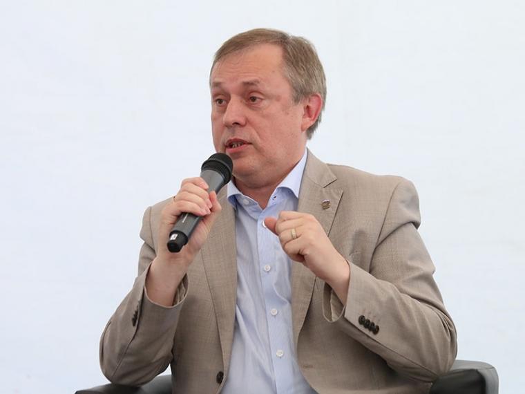 Фролов сократил Тетянникова изомской мэрии