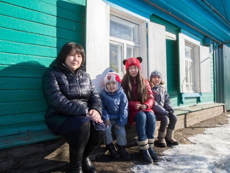 Омская область увеличит в предстоящем 2018-ом выплаты многодетным семьям на20%