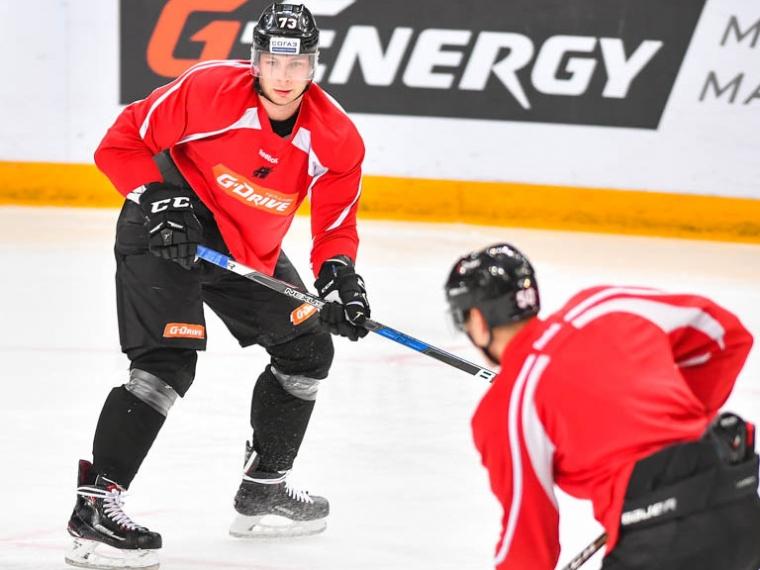 Омский «Авангард» распрощался сразу с 2-мя хоккеистами