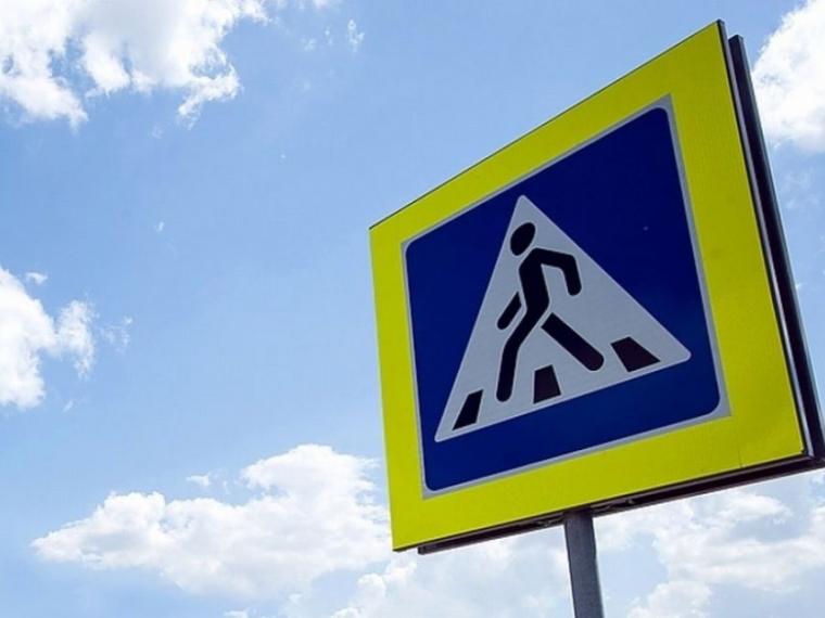 Около омских школ «нарисовали» новые пешеходные переходы