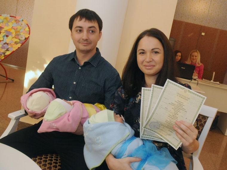 ВОмской области родителям будут каждый месяц доплачивать за 3-го ребенка