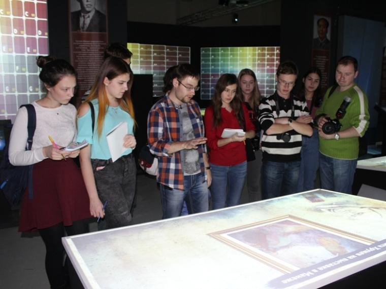 Журналисты первыми прикоснулись к истории в омском мультимедийном парке