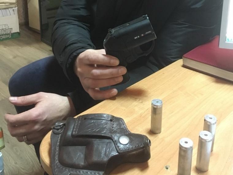 Омич похитил усвоего приятеля травматический пистолет