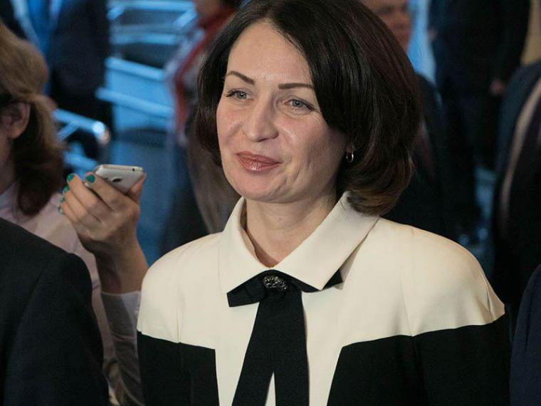 Оксана Фадина получила партбилет «Единой России»
