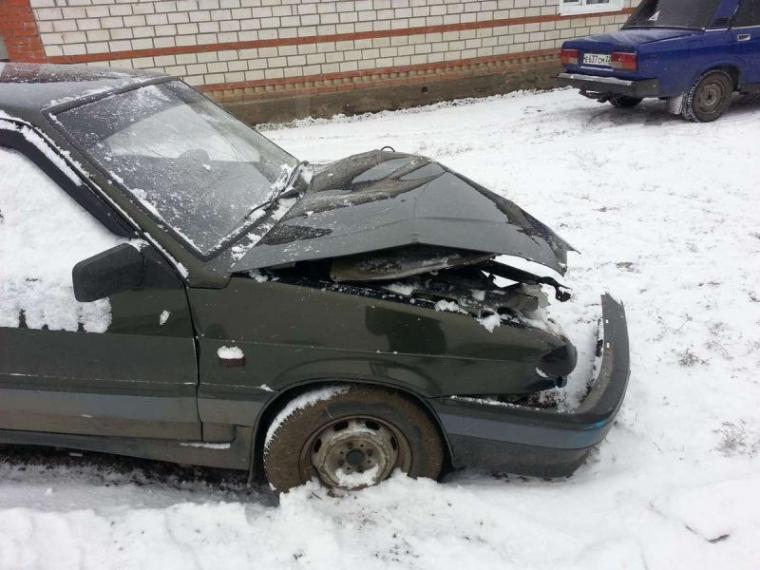 Омич без прав вместо ремонта машины угнал и разбил ее