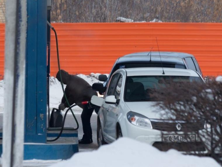 В 2018-ом году литр бензина подорожает в РФ больше, чем на руб.
