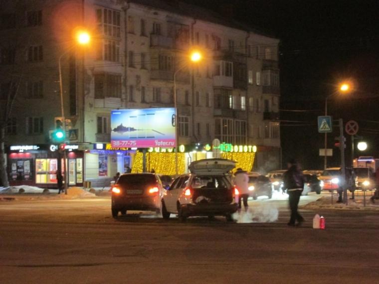 В Омске авария на проспекте Маркса затруднила движение в сторону железнодорожного вокзала